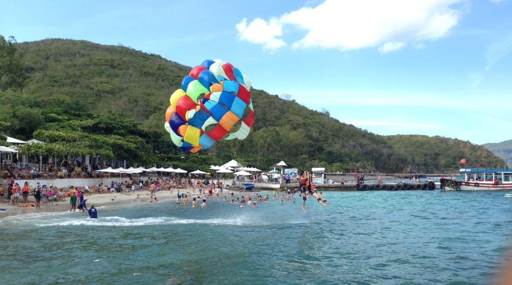 kéo dù bay ở đảo Bãi Tranh